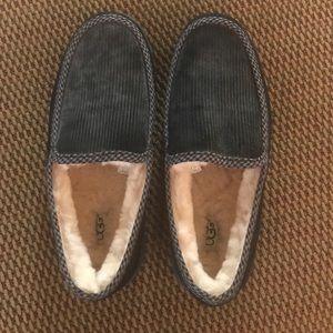 NWOT Men's size 9 UGG slippers